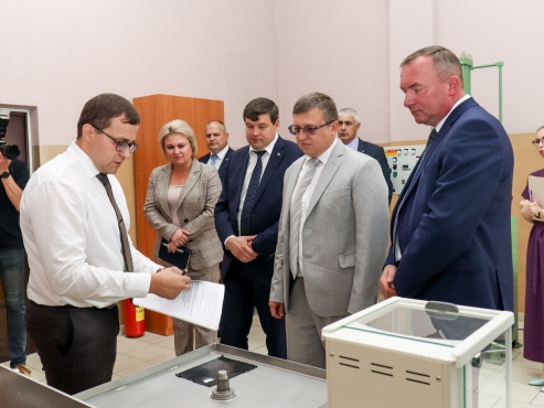 Председатель Госкомитета по науке и технологиям Республики Беларусь А.Г.Шумилин и помощник Президента-инспектор по Могилевской области Л.А.Мартынюк 28 июля посетили «Белшину»